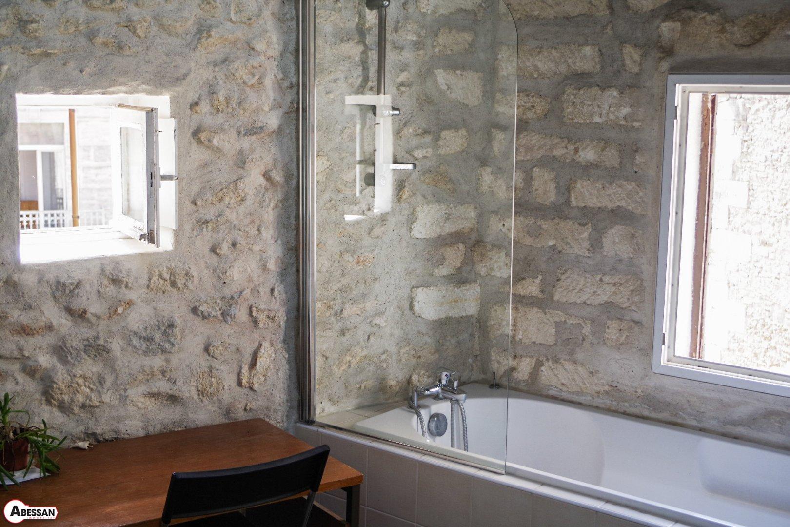 zum verkauf angeboten in montpellier haus 20 m2 2 zimmer. Black Bedroom Furniture Sets. Home Design Ideas