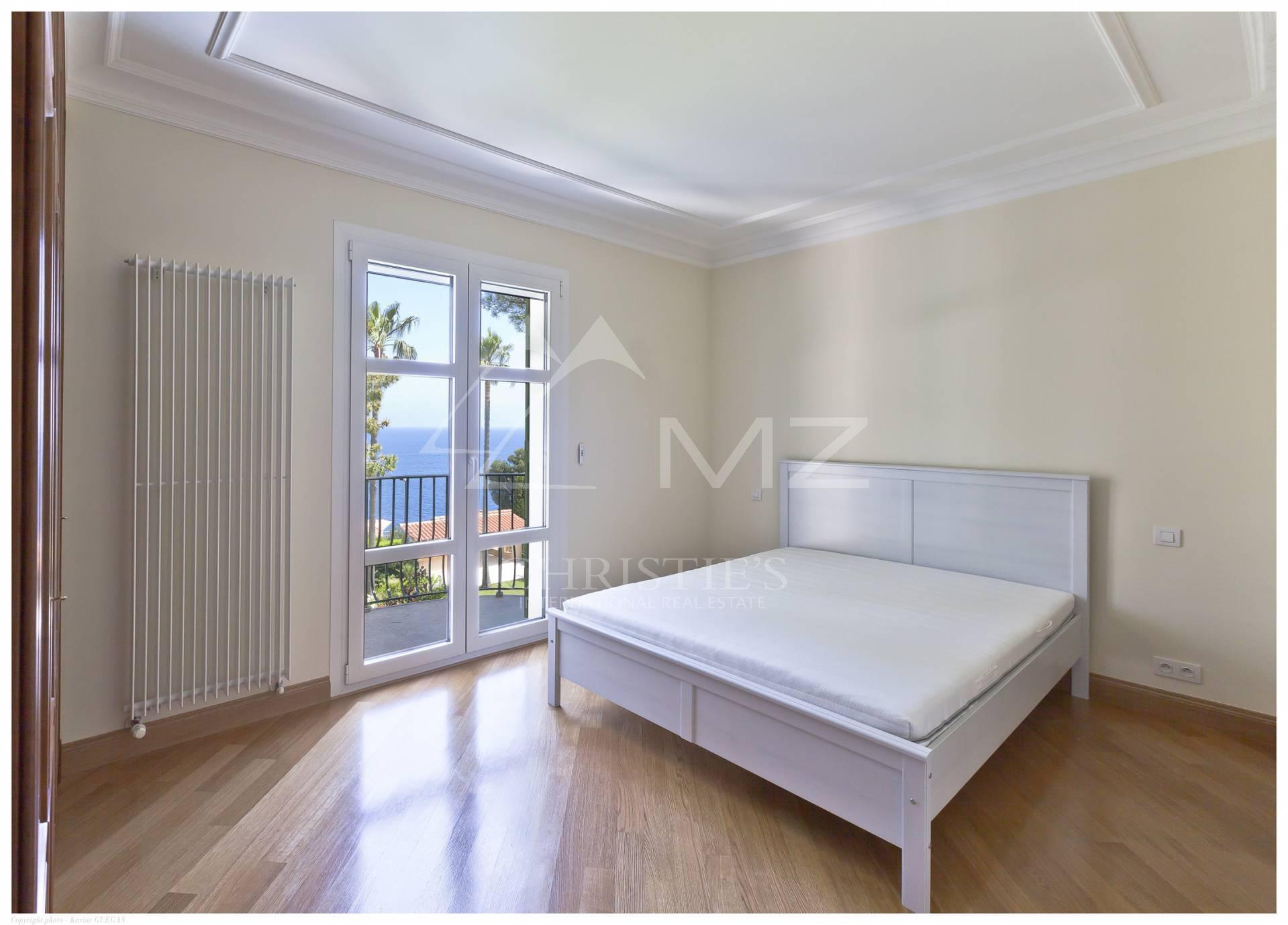 sch nes villa in saint jean cap ferrat zum kauf angeboten 730 m2 zimmer. Black Bedroom Furniture Sets. Home Design Ideas