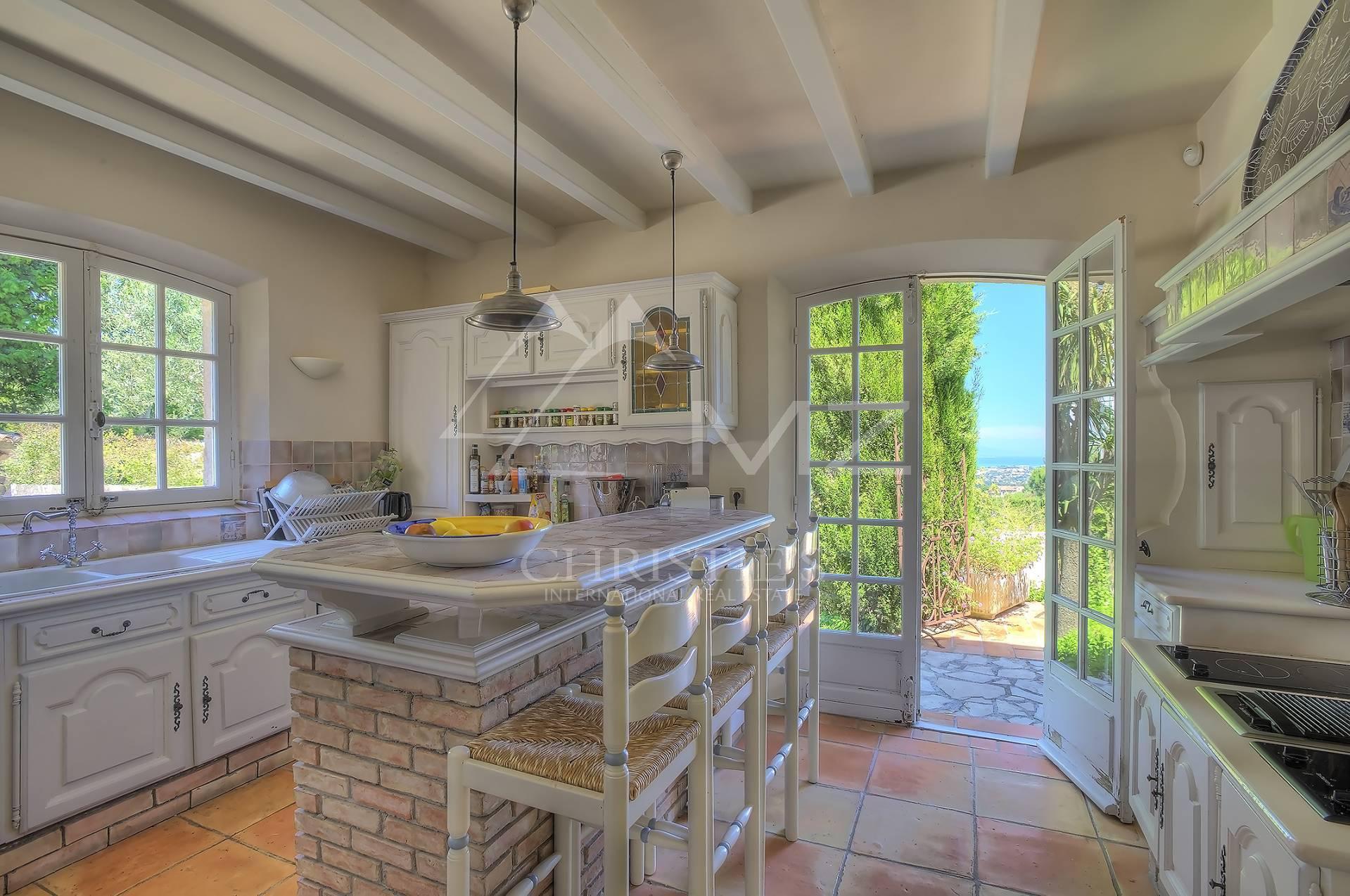 villa in cannes zu verkaufen 9 zimmer 350 m2. Black Bedroom Furniture Sets. Home Design Ideas
