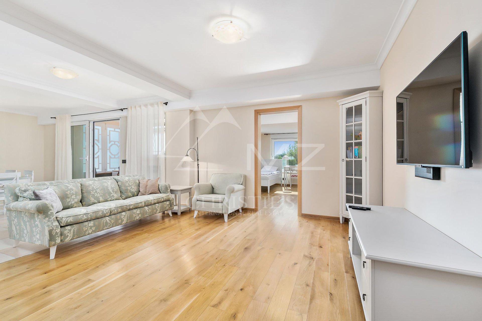 Apartment 06160