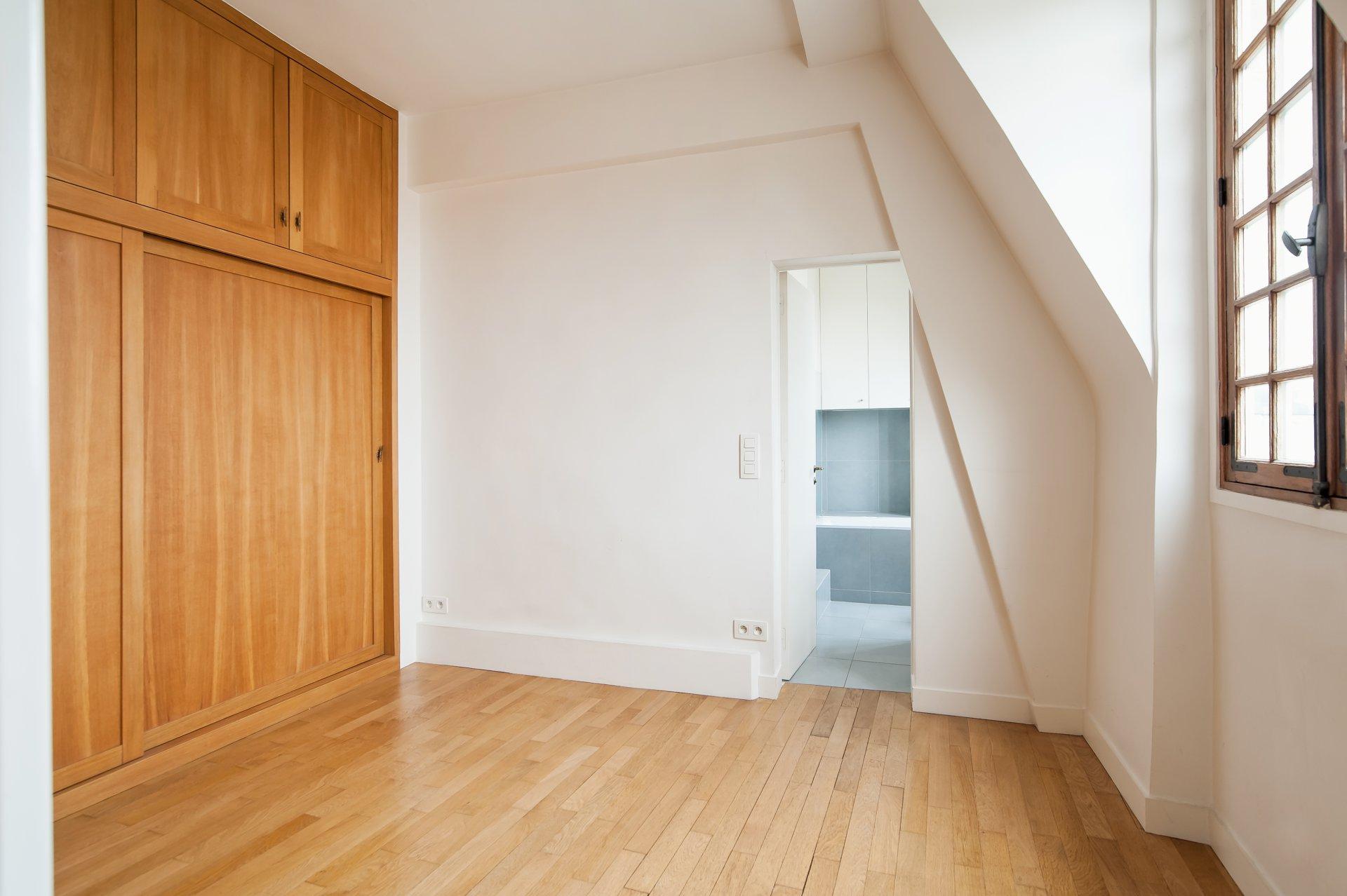 Apartment 75009