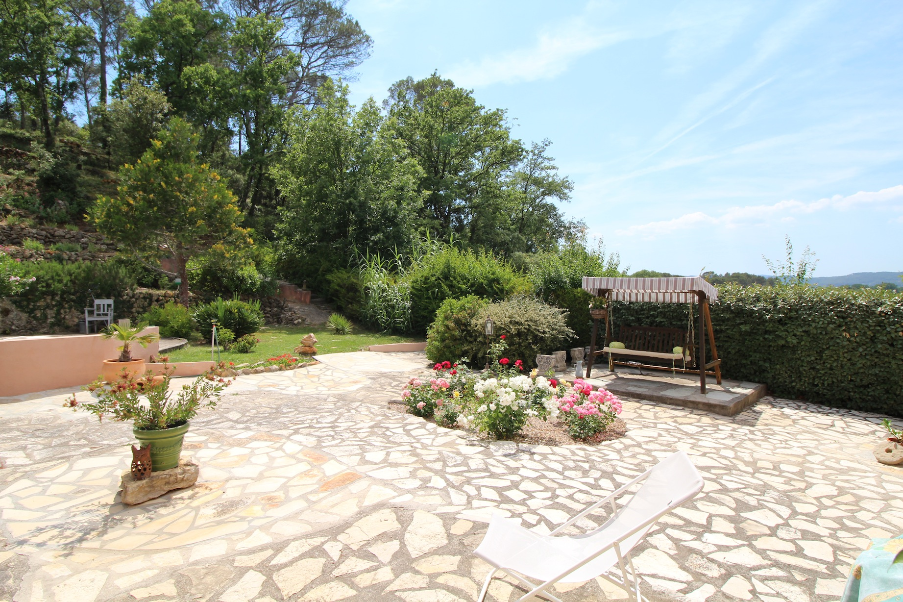 Provence prachtig gelegen proven aalse villa met zwembad op ruim m grond lommerrijk - Provencaalse terras ...