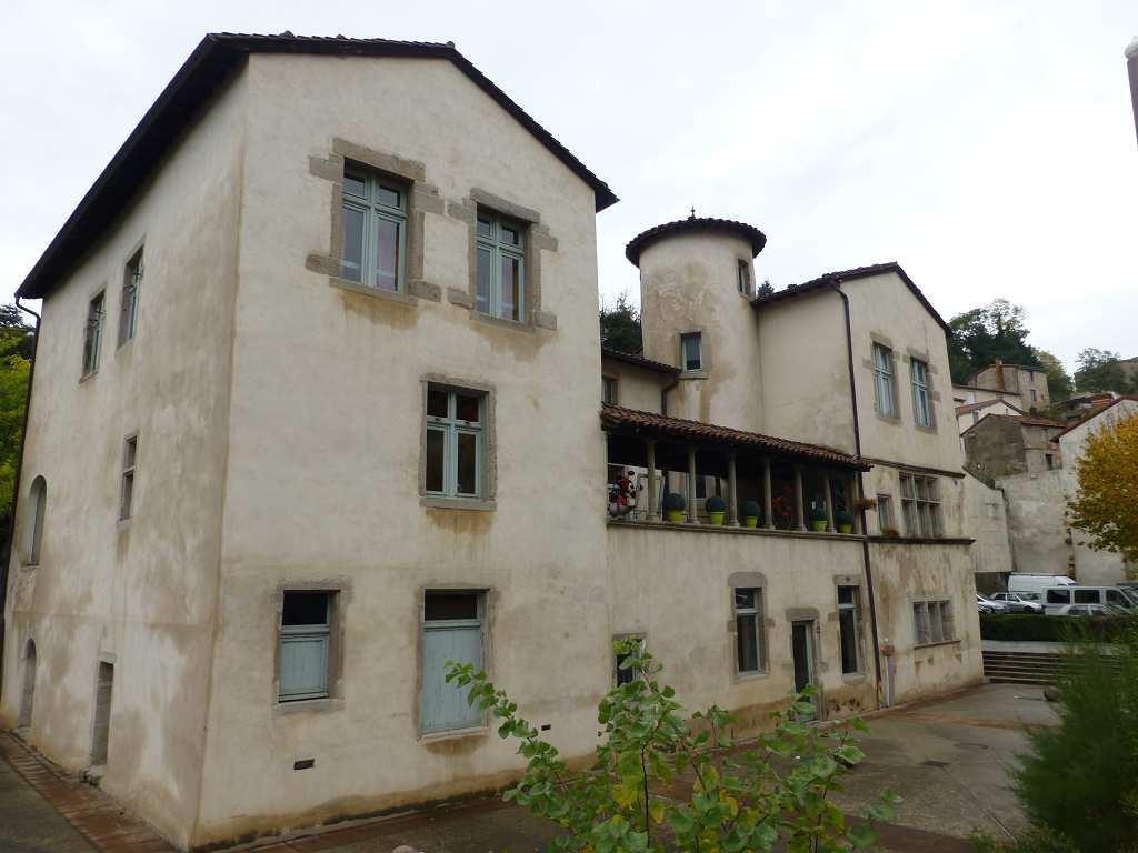 Sch nes haus in saint chamond zum kauf angeboten 800 m2 for Haus zum kauf