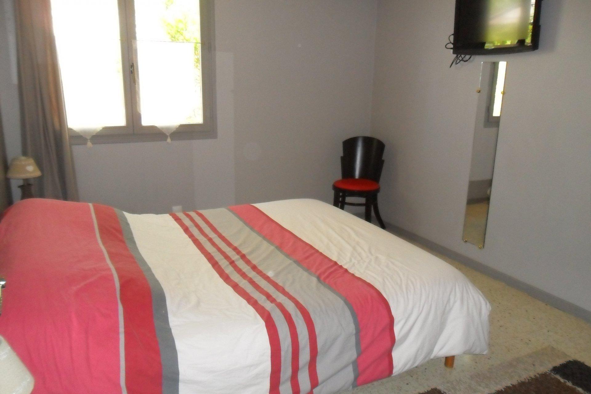zum verkauf angeboten in aups haus 75 m2 3 zimmer. Black Bedroom Furniture Sets. Home Design Ideas