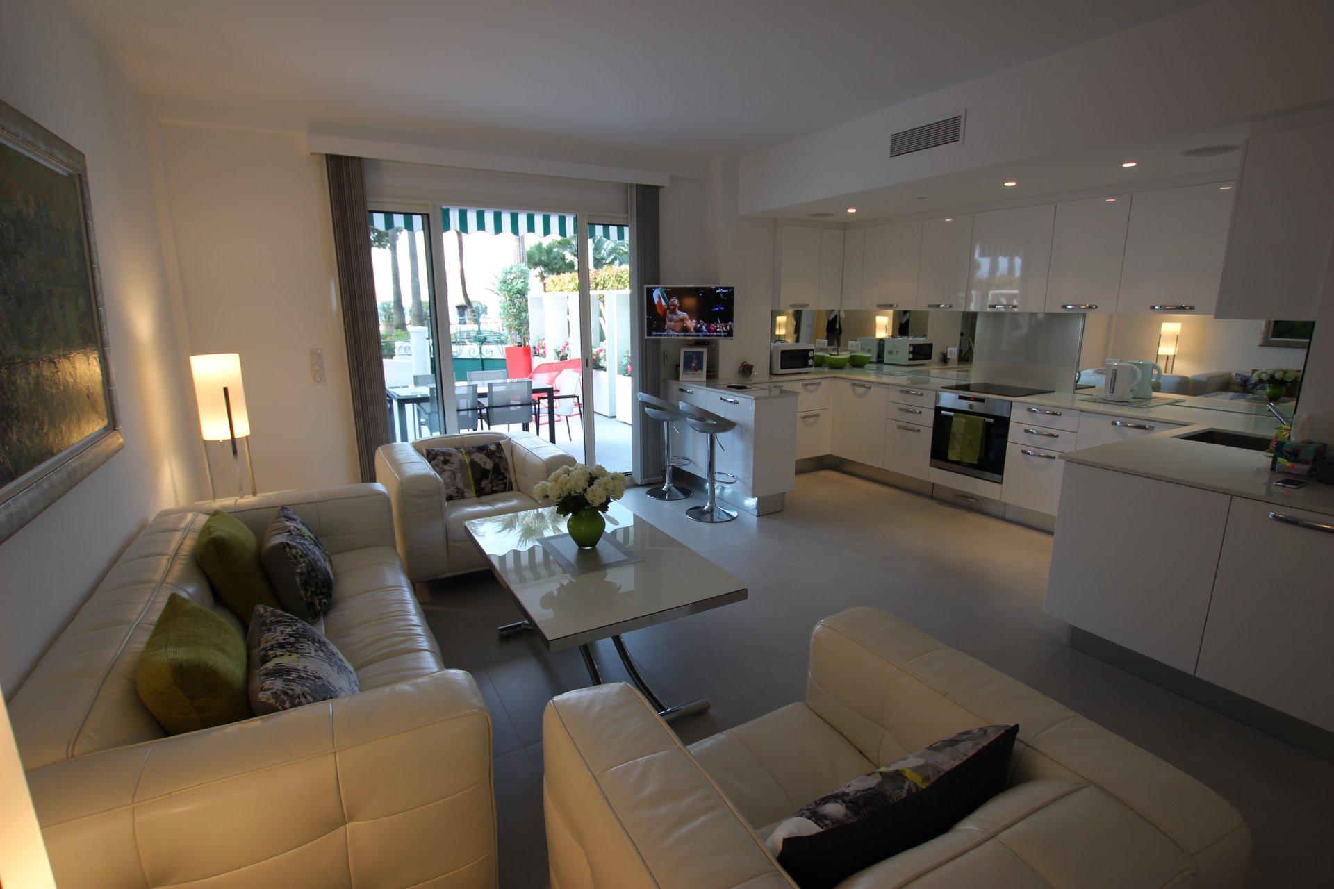 Apartment 06400