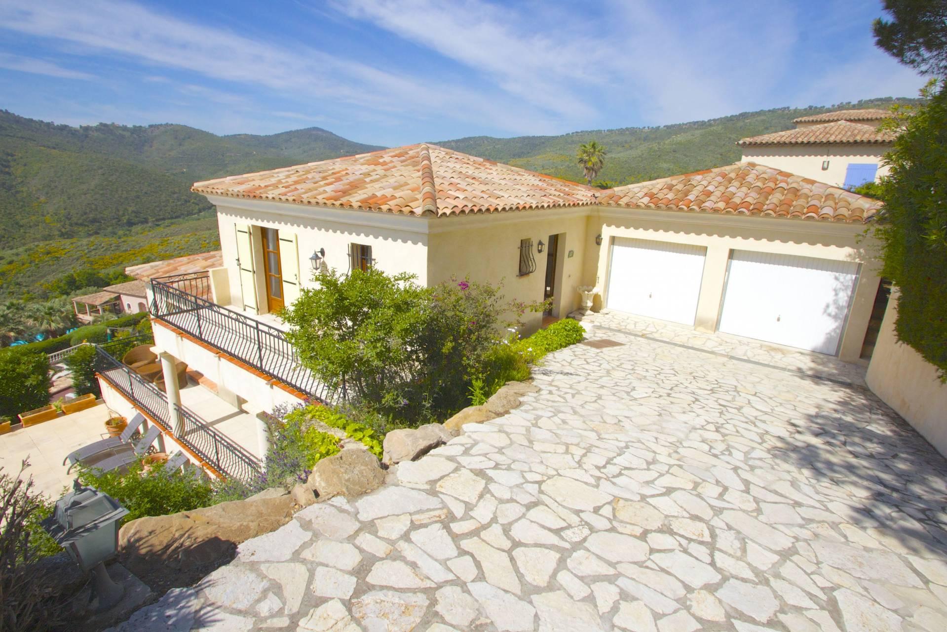Les issambres moderne villa 170 m2 met fraai uitzicht for Les villa moderne
