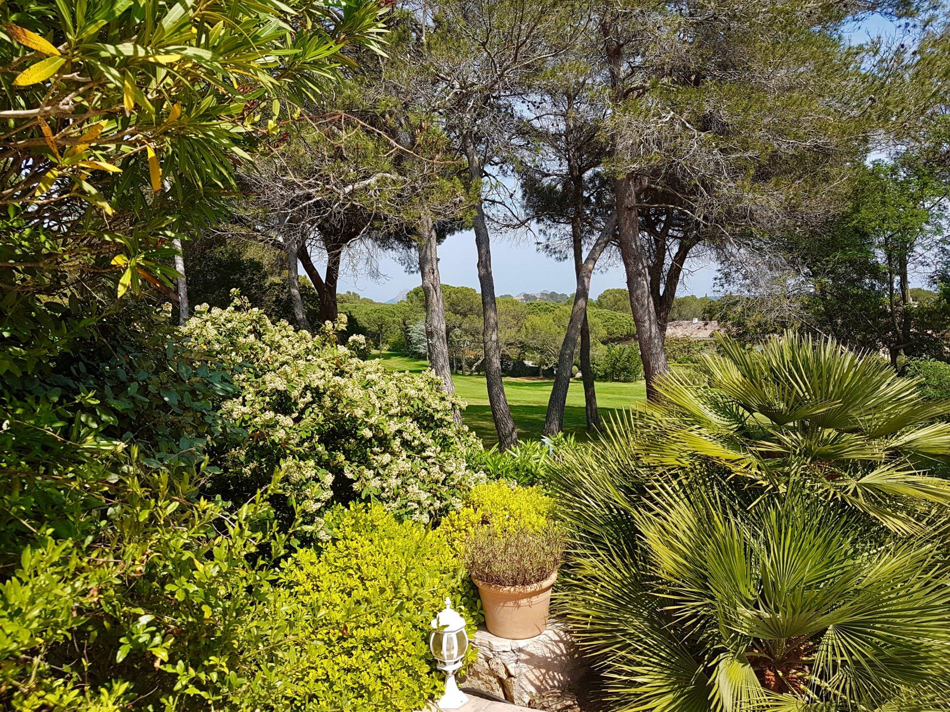 Mooie provencaalse villa aan de golf course van saint raphael - Provencaalse terras ...
